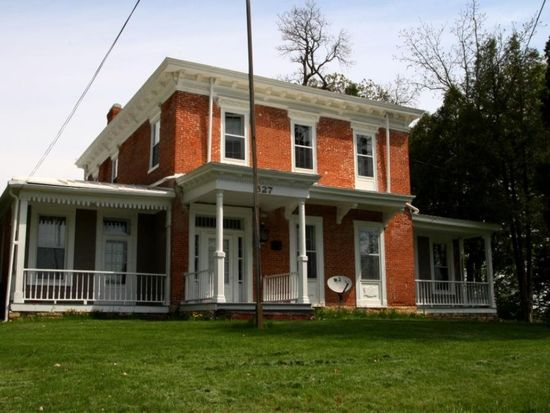 527 Wisconsin St, Le Claire, IA 52753