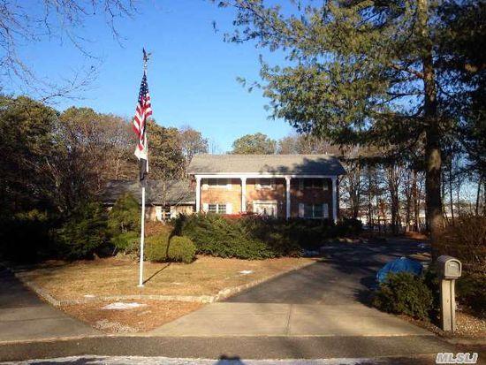 15 Schoolhouse Way, Dix Hills, NY 11746