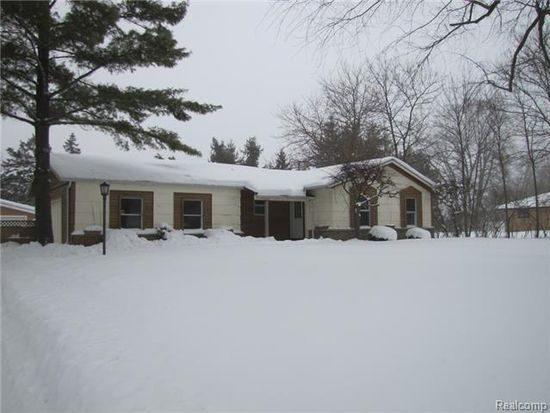 233 Schrum Dr, Whitmore Lake, MI 48189