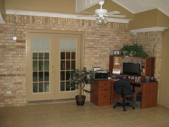 2910 Hilton Head Dr, Grand Prairie, TX 75052