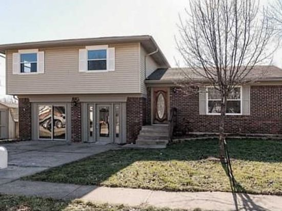 8611 Lighthorse Dr, Indianapolis, IN 46231