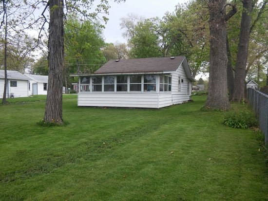 1908 River Terrace Dr, Johnsburg, IL 60051