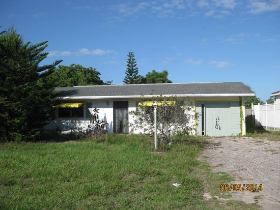 7430 Pine Dr, Fort Myers, FL 33967