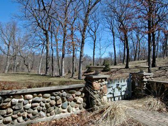 10424 Deerpath Rd, Woodstock, IL 60098