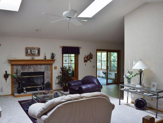 601 Westlawn Dr, Cottage Grove, WI 53527