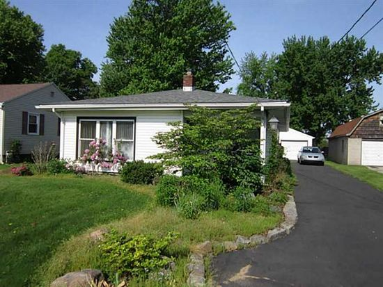 56 Concord Rd, Hermitage, PA 16148