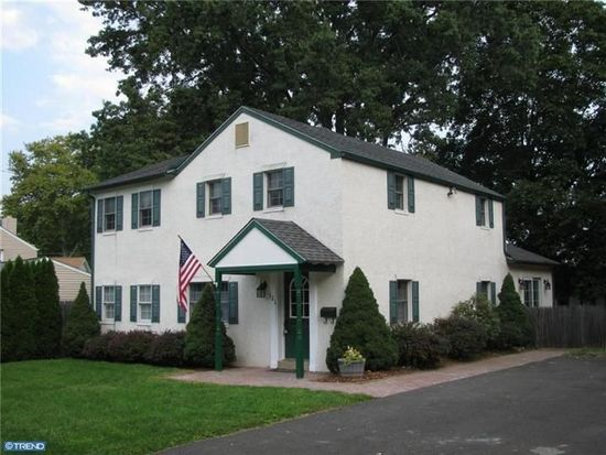 121 Ulmer Ave, Oreland, PA 19075