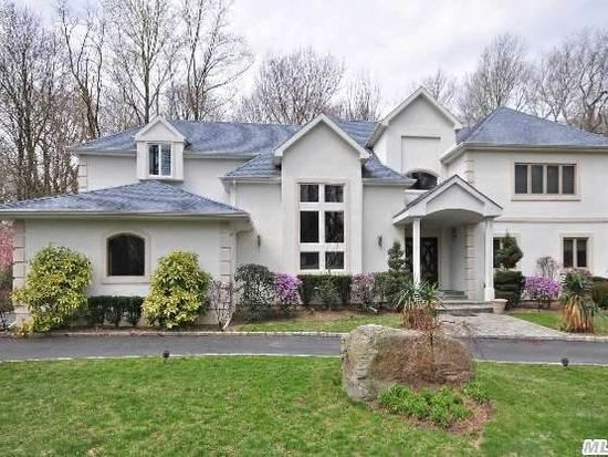 1 Greenwood Ln, Sands Point, NY 11050