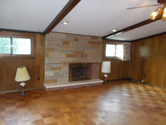 1661 Chelmsford Rd, Cleveland, OH 44124