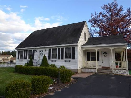 40 Hickory Ct, Manchester, NH 03103