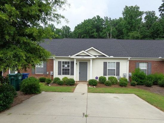 204 Dry Branch Ct, Greenwood, SC 29649