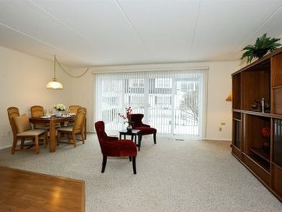 1105 Royal Saint George Dr APT 101, Naperville, IL 60563