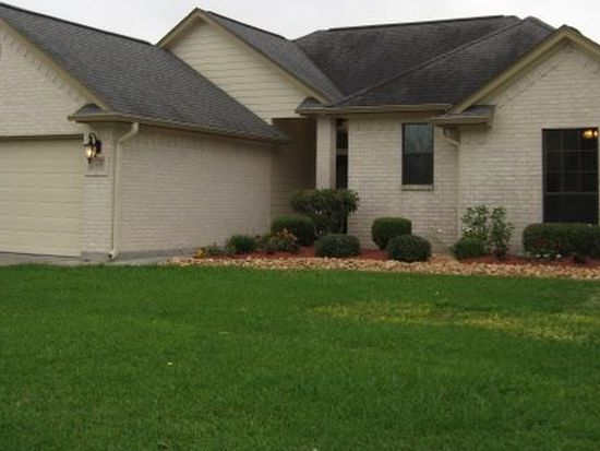 505 Jackson Ave, Clute, TX 77531