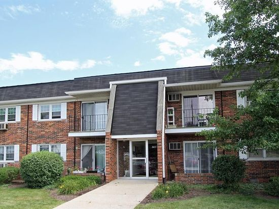2411 Ogden Ave APT 4, Downers Grove, IL 60515