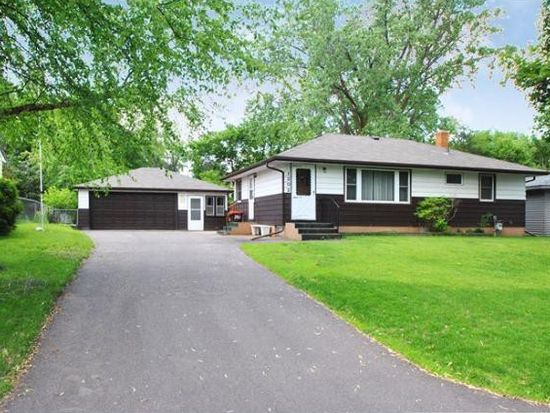 1202 Ryan Ave E, Maplewood, MN 55109