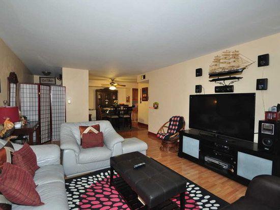 13A Kingery Quarter APT 102, Burr Ridge, IL 60527