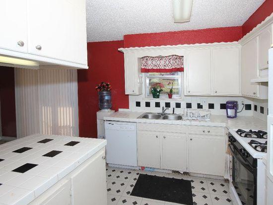 13588 E Crestview Rd, Claremore, OK 74019