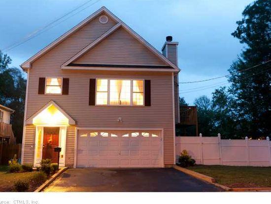 105 Holcomb St, West Haven, CT 06516
