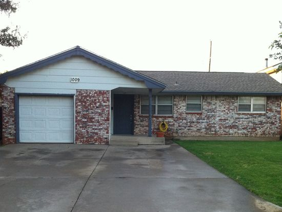 1009 NW 28th St, Moore, OK 73160