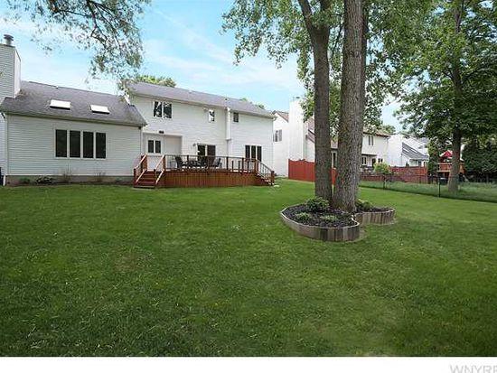 25 Beachridge Dr, East Amherst, NY 14051