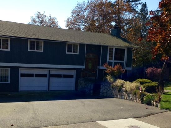 1747 NW Crescent Dr, Grants Pass, OR 97526