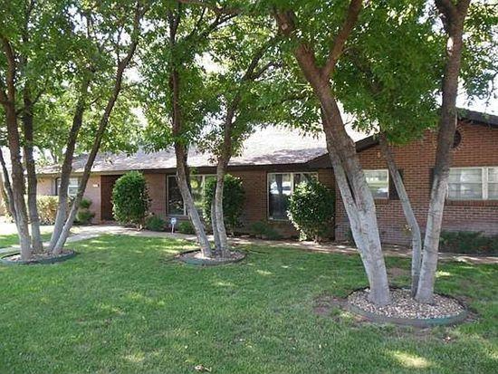 208 Country Club Ln, Levelland, TX 79336