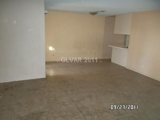 5045 Village Dr, Las Vegas, NV 89142