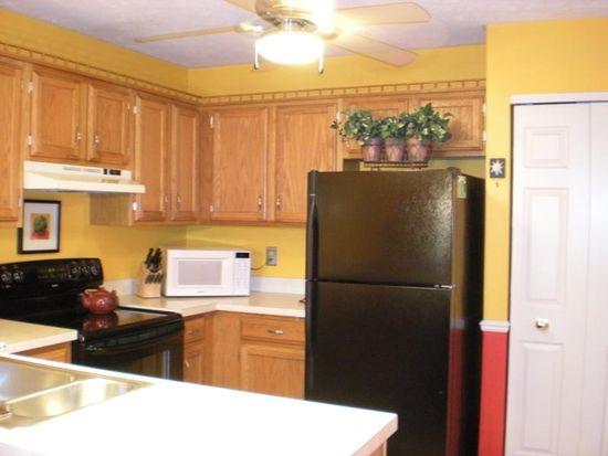 9967 Twelve Oaks Cir, Strongsville, OH 44136