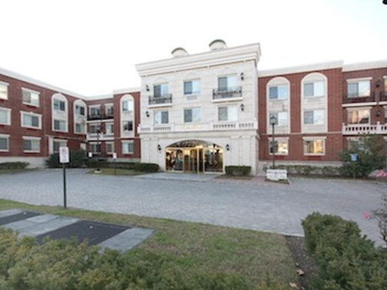 720 Middle Neck Rd APT 2F, Great Neck, NY 11024