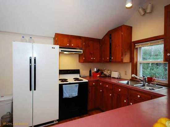 18 Cliff Rd, Gray, ME 04039