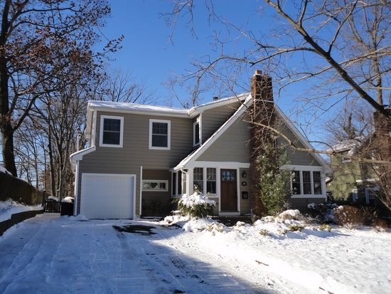 28 Dogwood Ter, Livingston, NJ 07039
