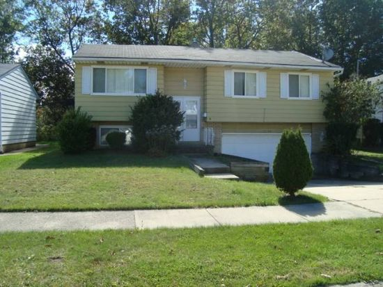 14284 Rochelle Dr, Maple Heights, OH 44137