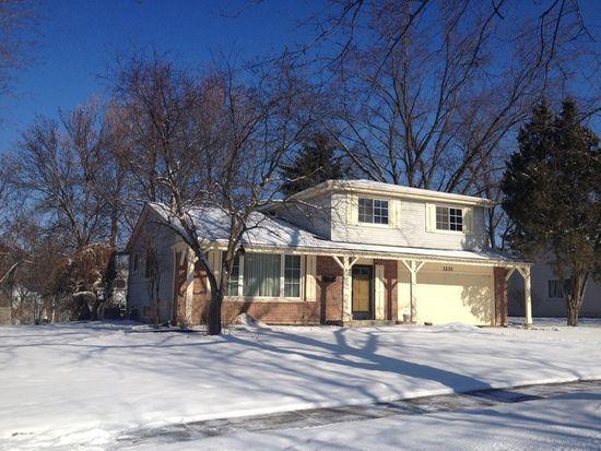 1233 Brook Ln, Naperville, IL 60540