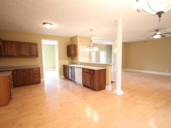 703 Highland Dr, Middlebury, IN 46540