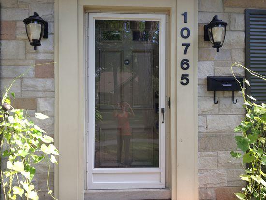 10765 Talbot Ave, Huntington Woods, MI 48070