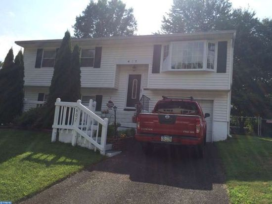 607 Parkway Dr, Fairless Hills, PA 19030