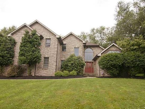 310 Woodmont Dr, Cranberry Twp, PA 16066