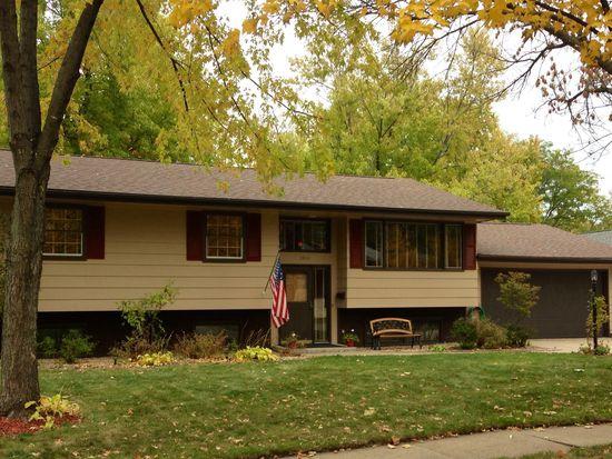 3902 Falbrook Dr NE, Cedar Rapids, IA 52402