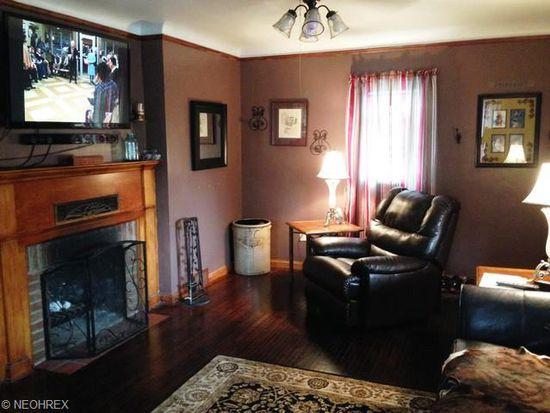 817 Sandusky St, Conneaut, OH 44030