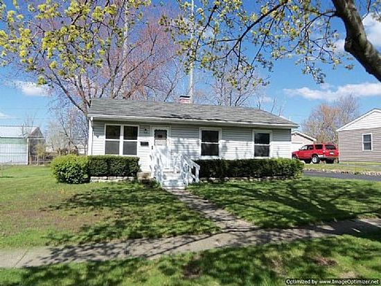 310 Hickory Dr, Crystal Lake, IL 60014