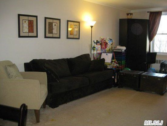 11 Wooleys Ln APT 2D, Great Neck, NY 11023