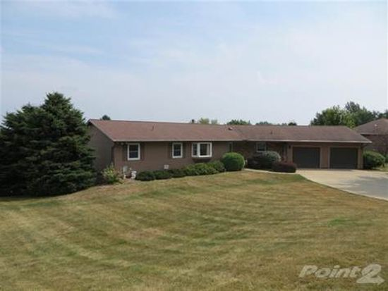 19 Greenview Dr, West Branch, IA 52358