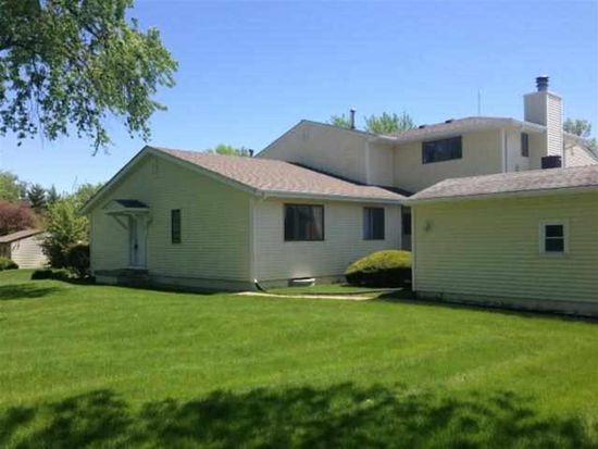 3535 Cedarview Ct, Bettendorf, IA 52722