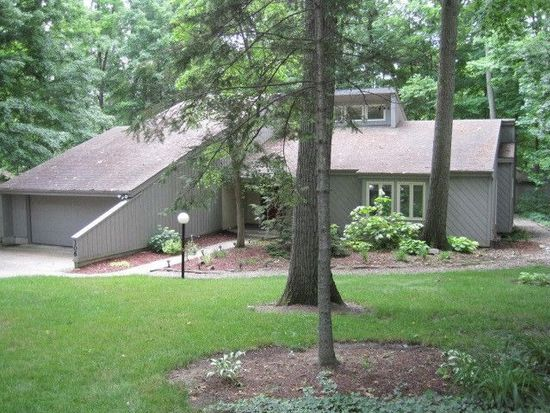 306 Woods Dr, Albion, IN 46701