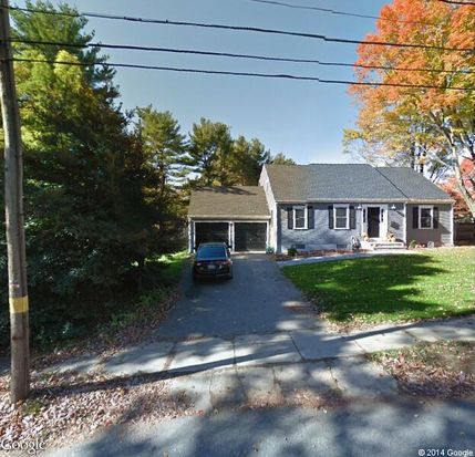 52 County Rd, Reading, MA 01867