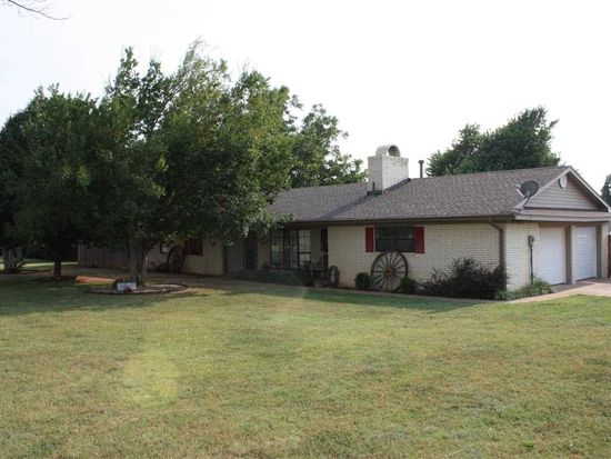 1401 S 9th St, Marlow, OK 73055