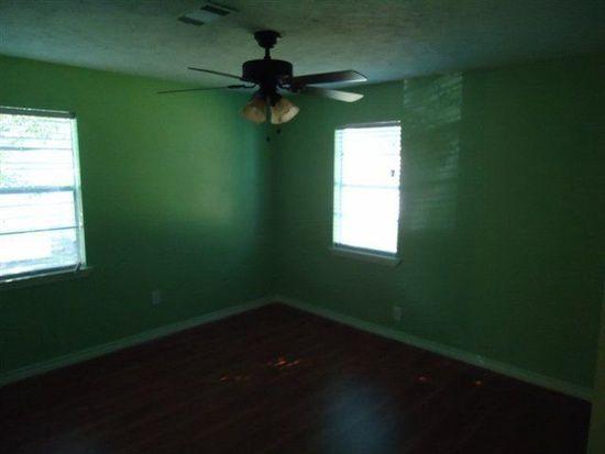 3817 Kinard St, Groves, TX 77619