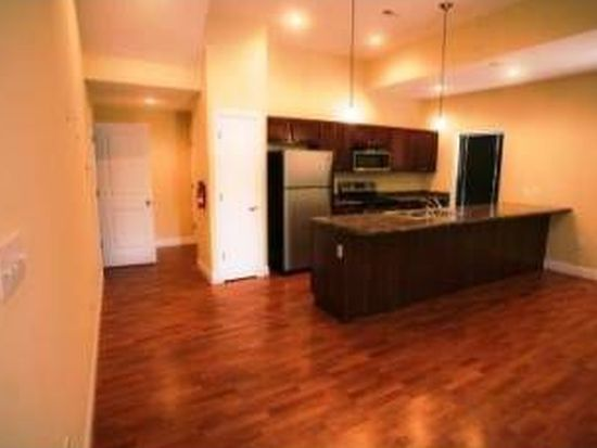 289 W 11th St, Bloomington, IN 47404