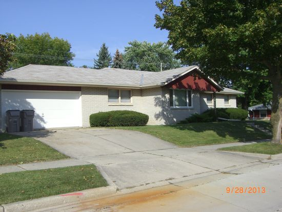 2222 W Clayton Crest Ave, Milwaukee, WI 53221