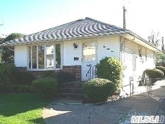 561 Greenway E, West Hempstead, NY 11552